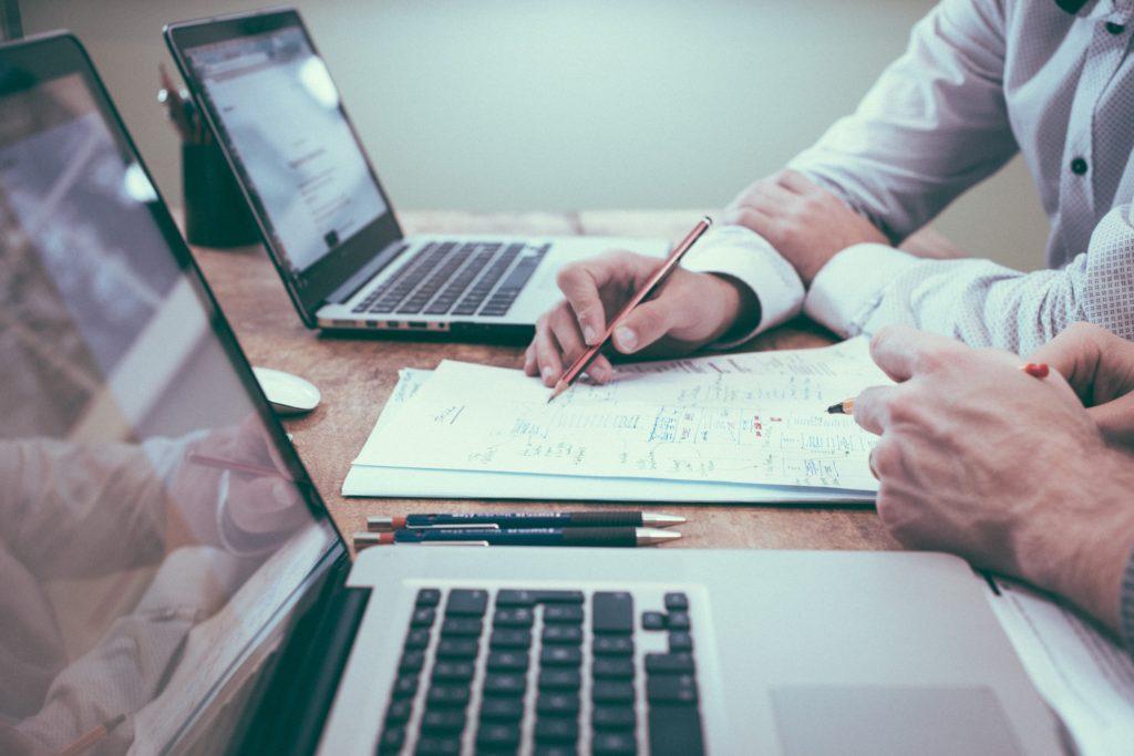 Mindplugg est un cabinet de conseil dédié à la finance de marchés, expert en multithreading